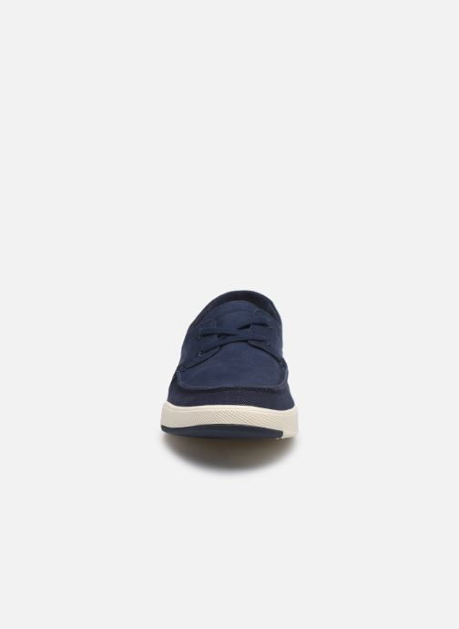 Sneakers Cloudsteppers by Clarks Step Isle Base Azzurro modello indossato