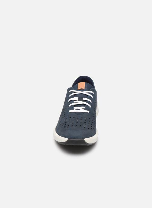Baskets Clarks Unstructured Un Rio Tie Bleu vue portées chaussures