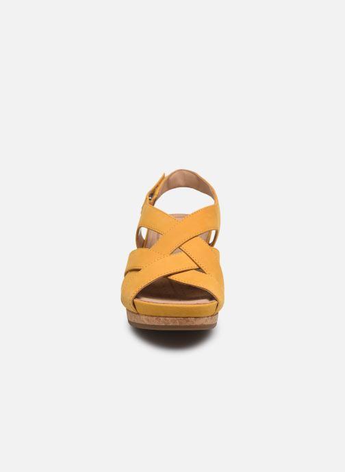 Sandales et nu-pieds Clarks Unstructured Un Capri Step Jaune vue portées chaussures