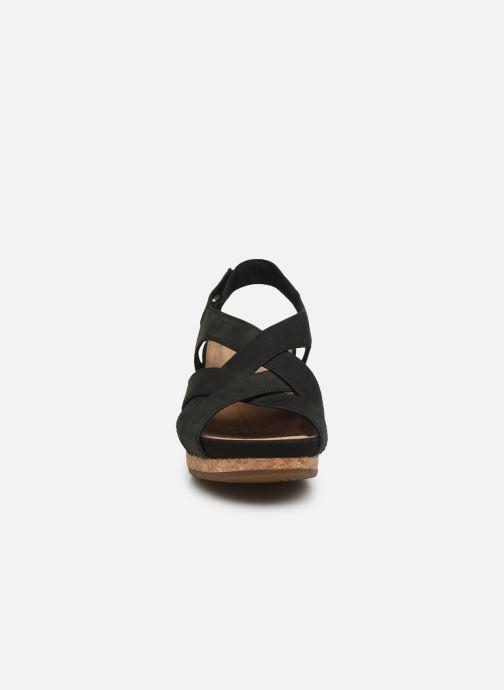 Sandali e scarpe aperte Clarks Unstructured Un Capri Step Nero modello indossato