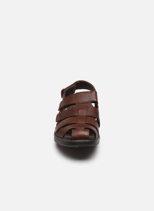 Sandali e scarpe aperte Clarks Unstructured UnWilmore Ray Marrone modello indossato