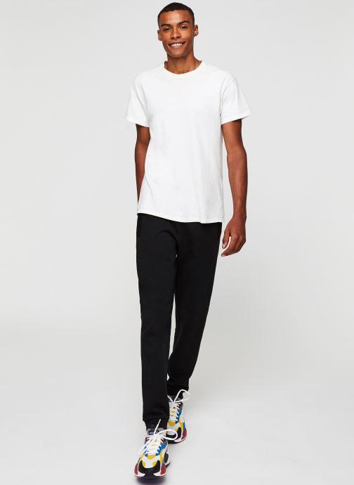 Vêtements Lacoste Pantalon de Jogging Noir vue bas / vue portée sac