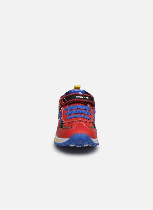 Baskets Geox J Shuttle Boy J0294A x Mickey Rouge vue portées chaussures