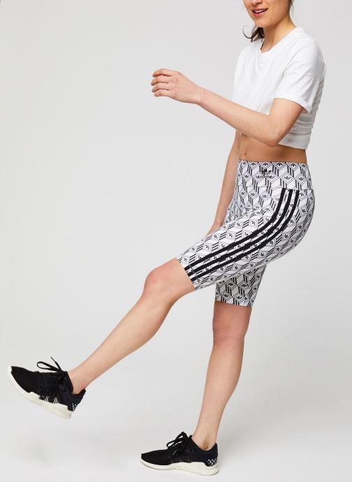 Vêtements adidas originals Cycling Shorts Blanc vue bas / vue portée sac