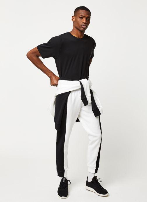 Vêtements adidas originals D Sweatp Gris vue bas / vue portée sac
