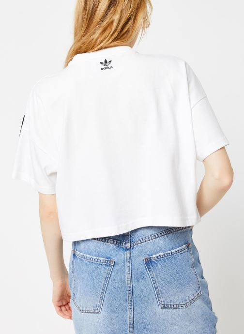 Vêtements adidas originals Lrg Logo Tee Blanc vue portées chaussures