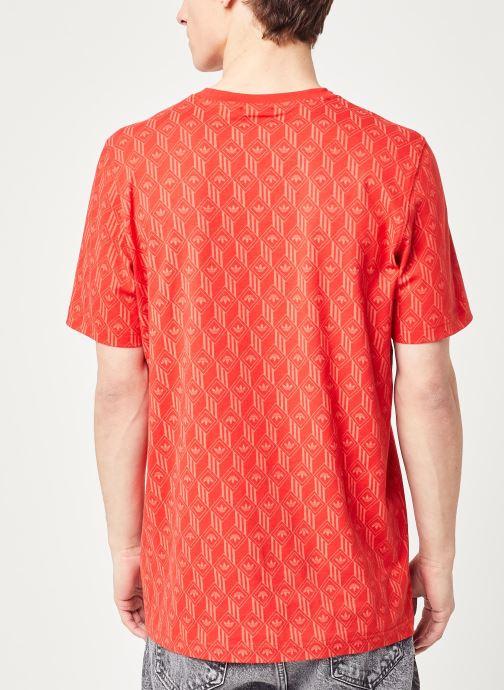 Vêtements adidas originals Mono Aop Tee Rouge vue portées chaussures