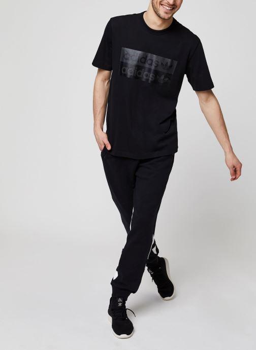 Vêtements adidas originals Bg Trefoil Pant Noir vue bas / vue portée sac