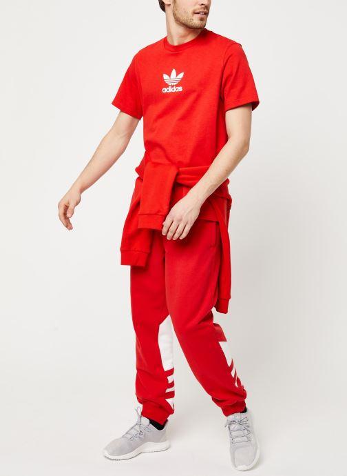 Vêtements adidas originals Bg Trefoil Pant Rouge vue bas / vue portée sac