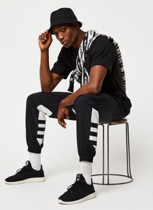 Vêtements adidas originals Bg Trefoil Tp Noir vue bas / vue portée sac