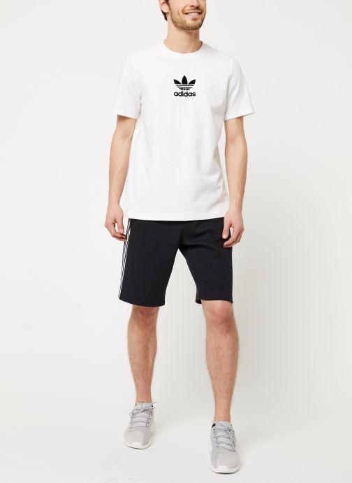Vêtements adidas originals Adiclr Prm Tee Blanc vue bas / vue portée sac