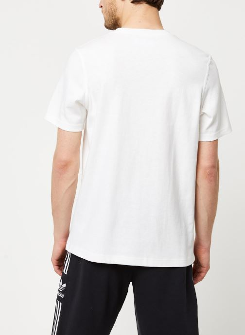 Vêtements adidas originals Adiclr Prm Tee Blanc vue portées chaussures
