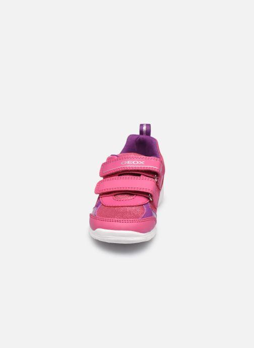 Sneakers Geox B Runner Girl/B02H8C Rosa modello indossato