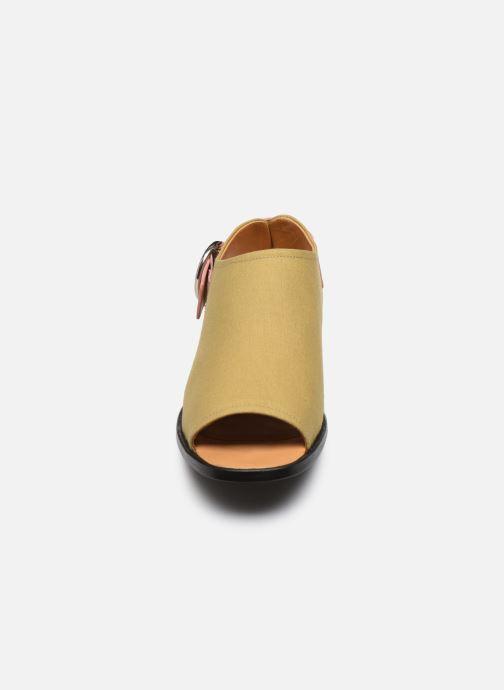 Sandali e scarpe aperte Another Project Cara Giallo modello indossato