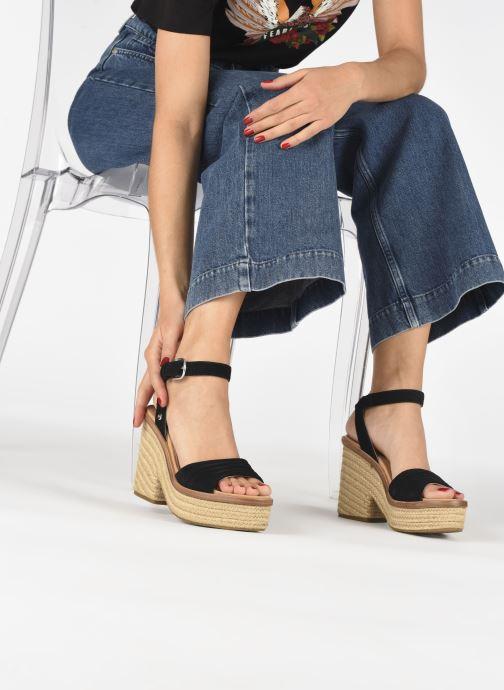 Sandali e scarpe aperte UGG Laynce Nero immagine dal basso