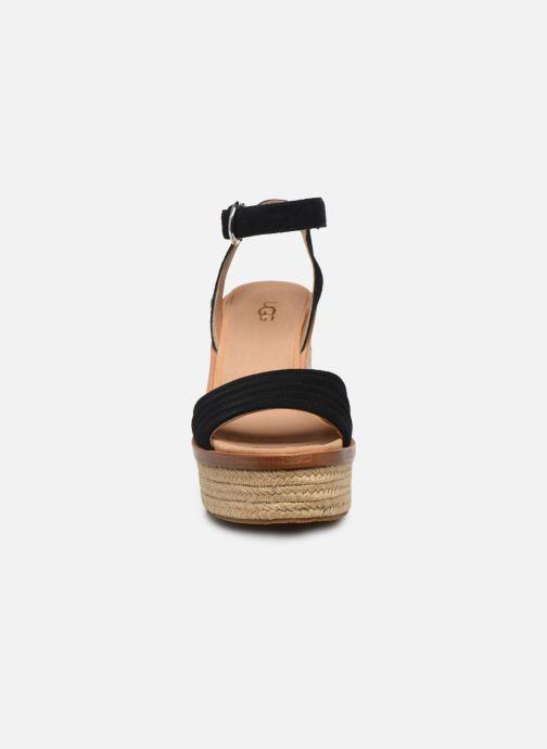 Sandali e scarpe aperte UGG Laynce Nero modello indossato