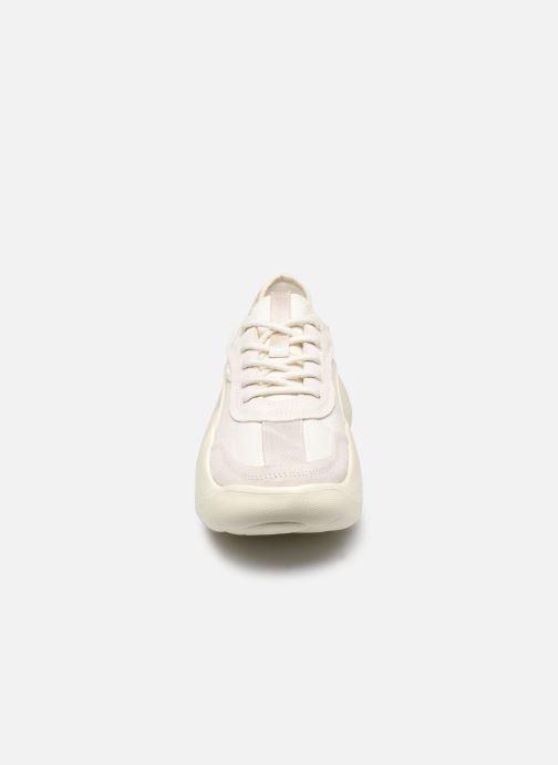 Sneakers UGG LA Cloud Low Bianco modello indossato