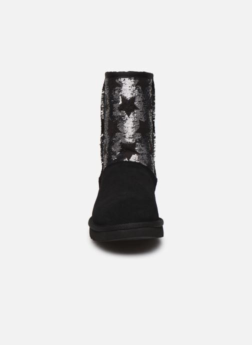 Bottes UGG Classic Short Sequin Stars Noir vue portées chaussures