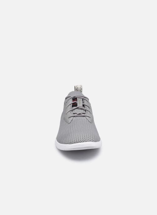 Sneakers UGG Fathom HyperWeave Low Grigio modello indossato