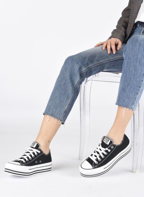 Sneaker Converse Chuck Taylor All Star Platform Layer EVA Layers Ox schwarz ansicht von unten / tasche getragen