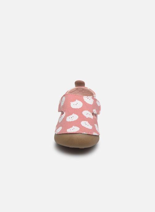 Pantofole Vertbaudet BB- Chaussons toile AOP mouton Rosa modello indossato