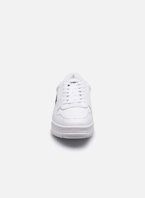 Baskets Tommy Hilfiger ESSENTIAL RETRO SNEAKER Blanc vue portées chaussures