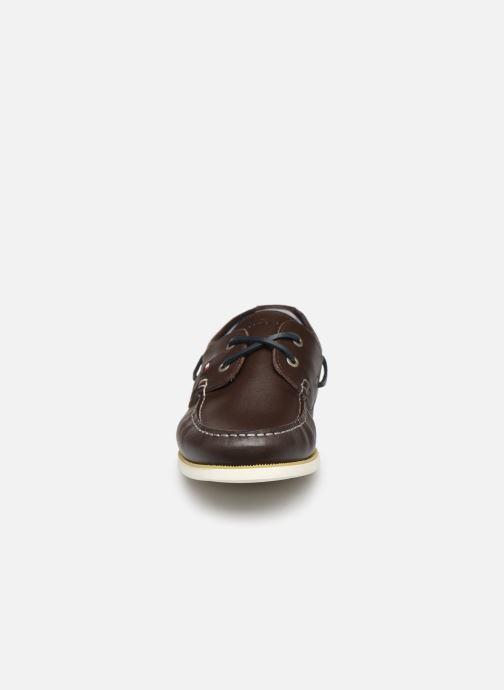 Chaussures à lacets Tommy Hilfiger CLASSIC LEATHER BOATSHOE Marron vue portées chaussures
