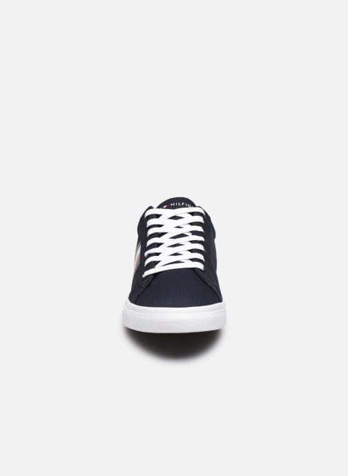 Sneakers Tommy Hilfiger ESSENTIAL STRIPES DETAIL SNEAKER Blauw model