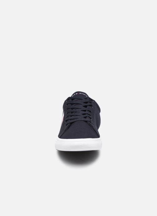 Baskets Tommy Hilfiger ESSENTIAL STRIPES DETAIL SNEAKER Bleu vue portées chaussures