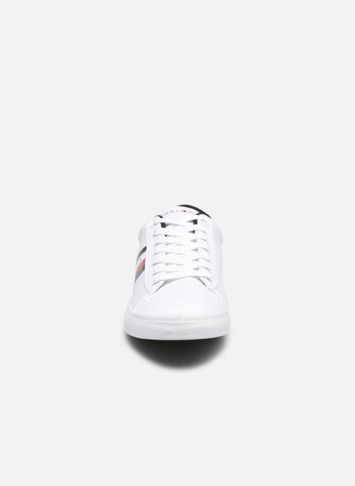Sneaker Tommy Hilfiger ESSENTIAL STRIPES DETAIL SNEAKER weiß schuhe getragen