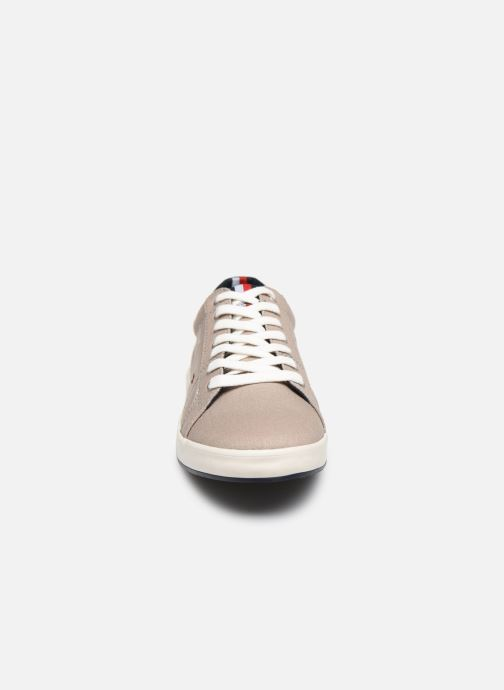 Sneakers Tommy Hilfiger ICONIC LONG LACE SNEAKER Grigio modello indossato