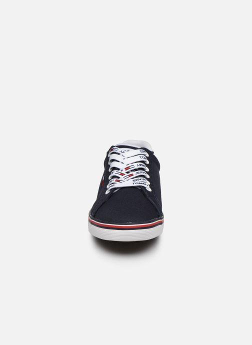 Sneakers Tommy Hilfiger ESSENTIAL LACE UP SNEAKER Azzurro modello indossato