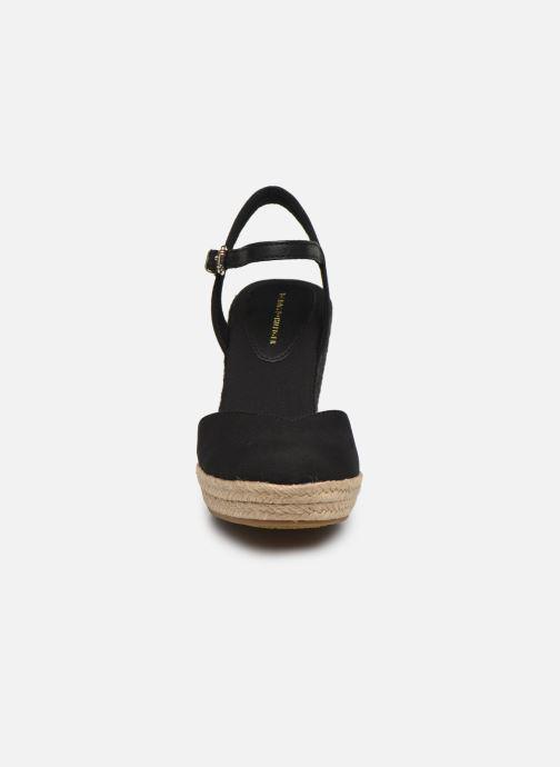 Sandaler Tommy Hilfiger BASIC CLOSED TOE HIGH WEDGE Sort se skoene på