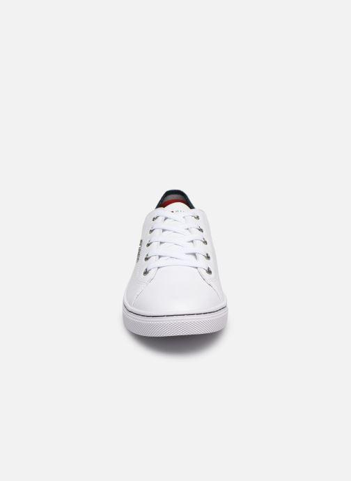 Baskets Tommy Hilfiger GLITTER DETAIL CITY SNEAKER Blanc vue portées chaussures