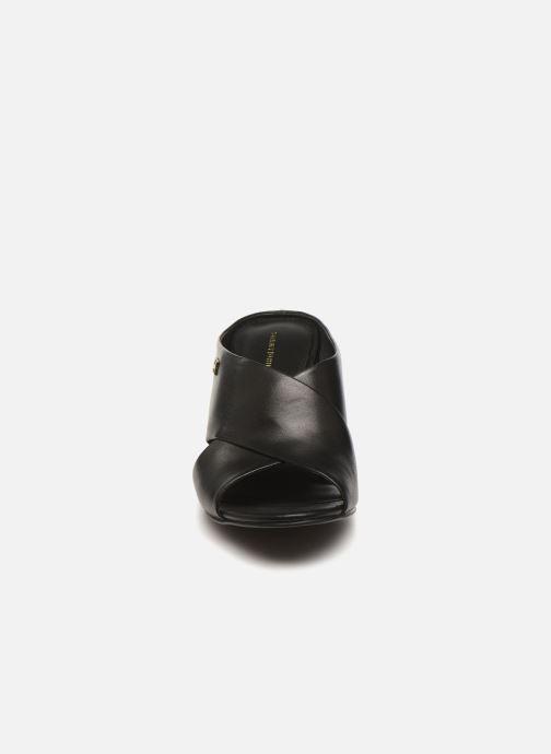 Mules et sabots Tommy Hilfiger TH RAFFIA MID HEEL SANDAL Noir vue portées chaussures