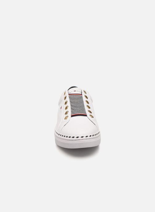 Baskets Tommy Hilfiger TOMMY ELASTIC CITY SNEAKER Blanc vue portées chaussures