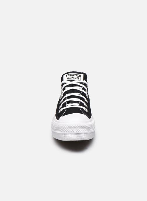 Sneakers Converse Chuck Taylor All Star Lift Love Fearlessly Ox Nero modello indossato