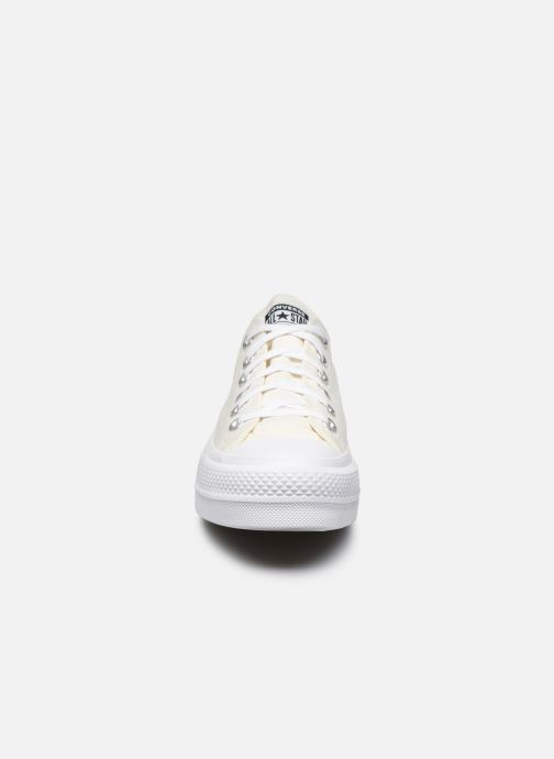 Baskets Converse Chuck Taylor All Star Lift Love Fearlessly Ox Blanc vue portées chaussures