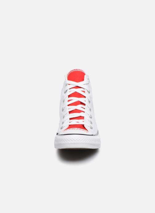 Sneakers Converse Chuck Taylor All Star Love Fearlessly Hi Rosso modello indossato