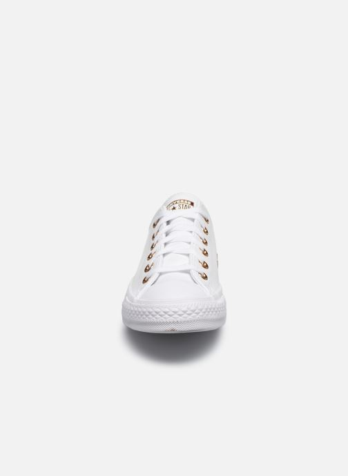 Baskets Converse Chuck Taylor All Star Craft Leather Ox Blanc vue portées chaussures