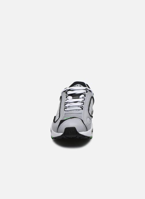 Baskets Nike Nike Air Max Tailwind Iv (Gs) Gris vue portées chaussures