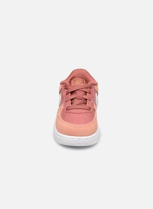 Baskets Nike Force 1 Lv8 V Day (Td) Rose vue portées chaussures