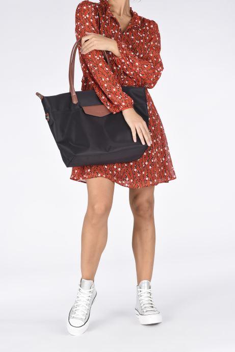 Handtaschen Hexagona Cabas Nylon Porté EPAULE schwarz ansicht von unten / tasche getragen
