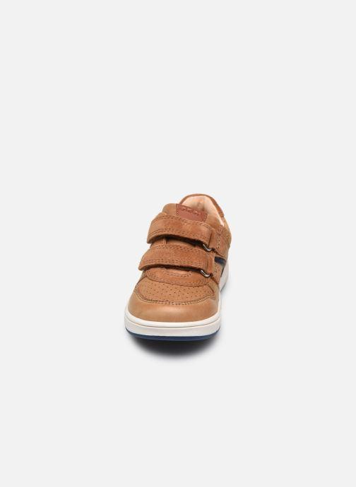 Sneaker Geox B Trottola Boy B0243A braun schuhe getragen