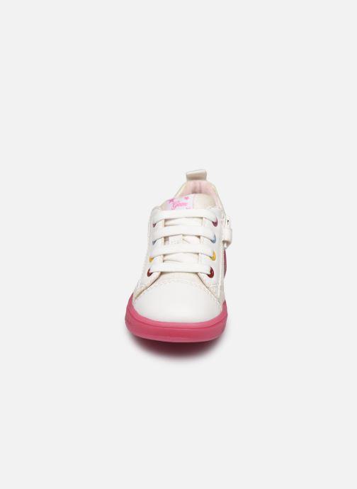 Baskets Geox B Trottola Girl B024AD Blanc vue portées chaussures