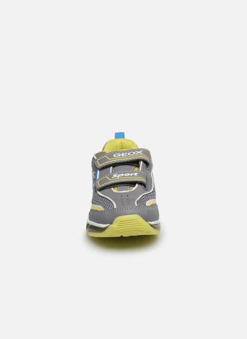 Baskets Geox J Android Boy J0244C Gris vue portées chaussures