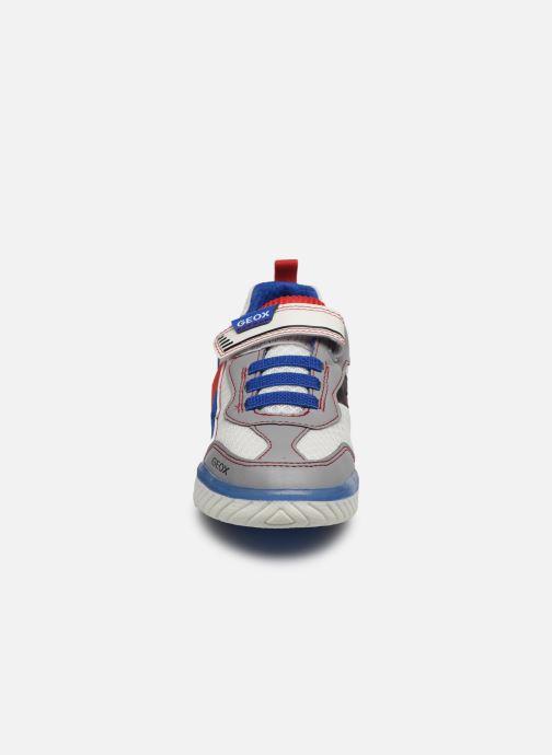 Baskets Geox J Inek Boy J029CB Blanc vue portées chaussures