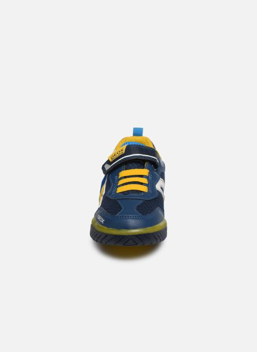 Baskets Geox J Inek Boy J029CB Bleu vue portées chaussures