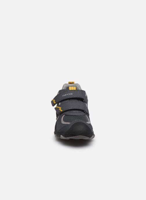 Baskets Geox J Buller Boy J029VB Gris vue portées chaussures
