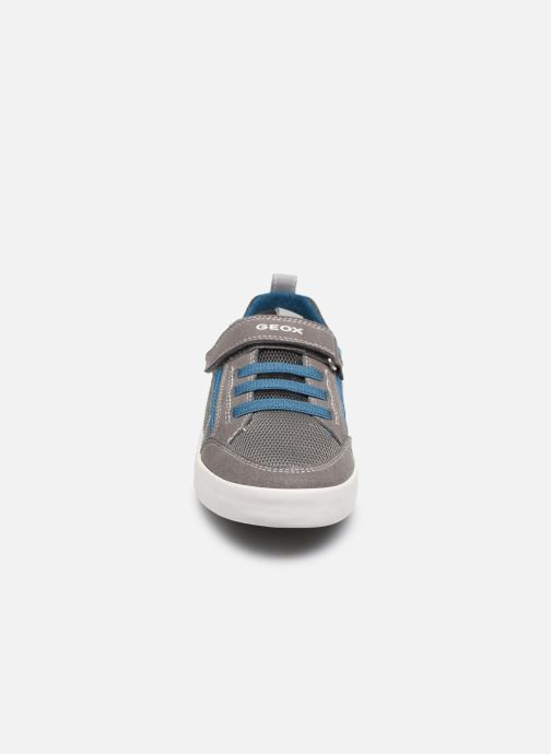 Baskets Geox J Kilwi Boy J02A7E Gris vue portées chaussures